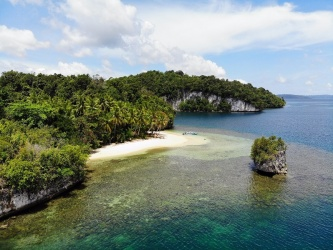 Urai Island, Wayag Blue Lagoon, Raja Ampat, West Papua for lease